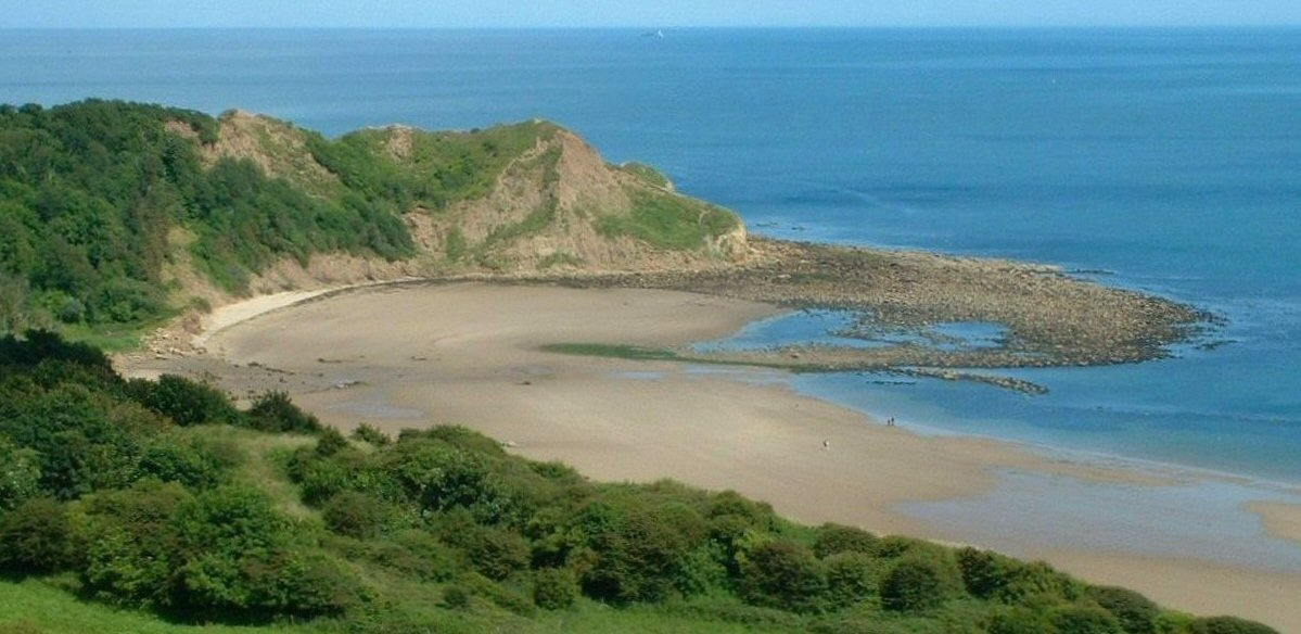 Knipe Point Cayton Bay from the cliff Daytime 100 X 205 022